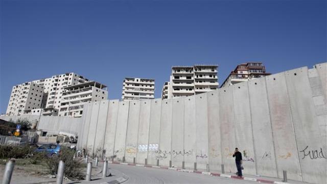 El Muro en Jerusalén, separando a barrios y familias palestinas. (S/C.).