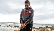 Un joven pescador de Gaza.