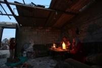 Familia refugiada en Jan Yunis, Gaza. Mayo 2017. (EPA/Mohammed Saber)