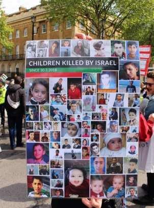 Niños asesinados por Israel, en la gigantesca marcha del 12 de mayo en Londres.
