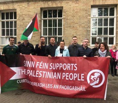 El Sinn Féin ante la sede de la BBC en Dublín para exigir que no transmita Eurovisión.