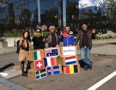 Activistas en Ginebra entregan 136.000 firmas en la sede de la Unión Europea de Radiodifusión contra el festival en Israel.