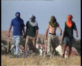 Ataque de colonos a la aldea de Khirbet Susiya, en las Colinas al Sur de Hebrón (8/6/2008, Muna a-Nawaj'ah, B'Tselem).