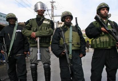 Soldados etíopes-israelíes en la ciudad palestina Umm al-Fahm, en el norte de Israel. (Mati Milstein)
