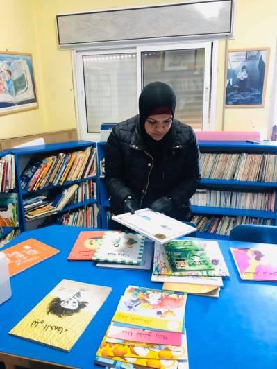 La biblioteca del centro Lajee ofrece enviar libros a domicilio.