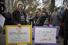 Activistas palestinxs e israelíes protestan en Sheikh Jarrah.