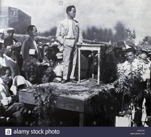 Ben Gurion se dirige al público en el acto de fundación de la Histadrut en 1924, en Jerusalén.