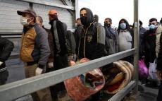 Palestinos entran a trabajar en Israel a través del checkpoint Mitar (Wisam Hashlamun).