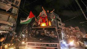Celebraciones en Gaza tras el alto el fuego.