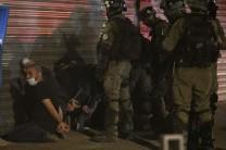 Policía israelí arresta a un palestino durante enfrentamientos violentos en Lyda (Oren Ziv)