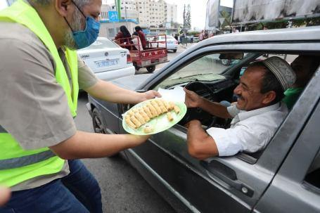 Celebraciones con dulces árabes en las calles de Palestina...