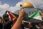 La cuchara con que cavaron el hoyo se volvió un ícono en las manifestaciones de apoyo a los presos en toda Palestina.