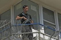 Guardia israelí en una torre de vigilancia en la prisión de Gilboa (AFP).